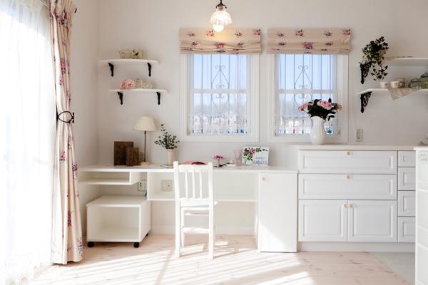 キッチン横のママコ-ナ-!乱雑にならないように収納計画をしっかりとたてました。